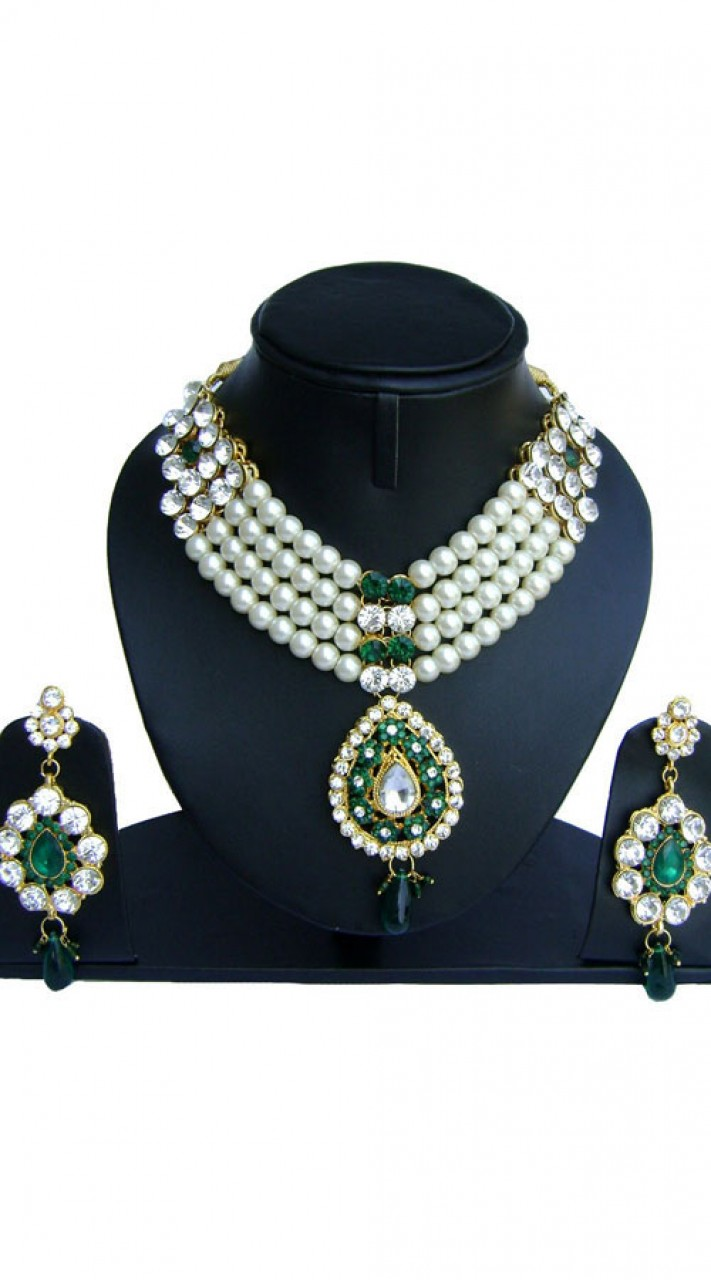 63cd72b93 White Pearl Moti Green Stones Necklace With Earrings NNP74802