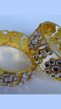Beautiful Designer Cut Kundan Golden Plated Bangle Kada N002097