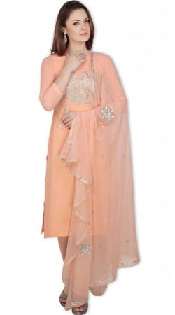 Beautifully Crafted Georgette Peach Knee Length Kameez With Churidar SUMS19017
