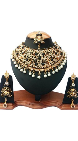 Black And White Stone And Moti Necklace Set with Tika NNP76003