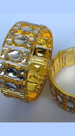 Classy Golden Plated Designer Cut Kundan Bangle Kada N000797