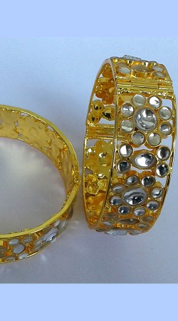 Designer Cut Golden Plated Kundan Pench Bangle Kada N001497