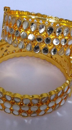 Fashionable Gold Plated Designer Cut Kundan Bangle Kada N000197