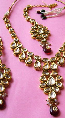 N001196 Lovely Maroon Kundan Necklace Set with Tika