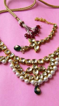 N001396 Pretentious Dark Green Kundan Necklace Set with Tika