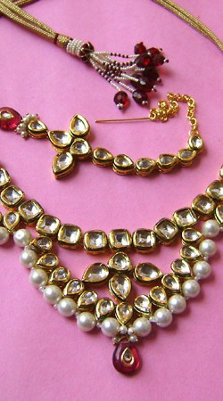 N001496 Flamboyant Red Kundan Necklace Set with Tika