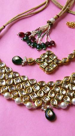 N001696 Glitzy Dark Green Kundan Necklace Set with Tika