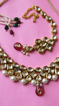 N001996 Voguish Red Kundan Necklace Set with Tika