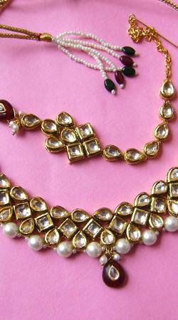 N002096 Ravishing Red Kundan Necklace Set with Tika