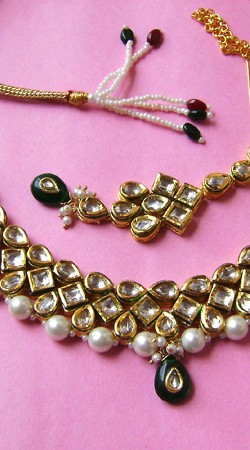 N002196 Striking Dark Green Kundan Necklace Set with Tika