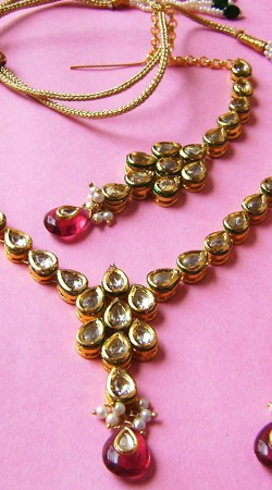 N002296 Melodic Red Kundan Necklace Set with Tika