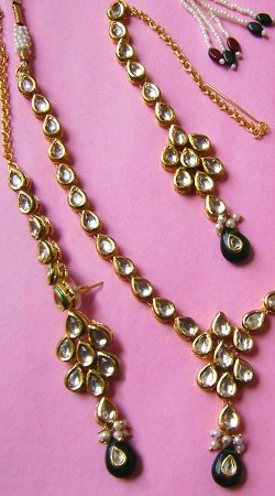 N002496 Charming Dark Green Kundan Necklace Set with Tika
