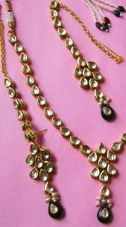 N002496 Charming Dark Green Kundan Necklace Set with Tika