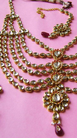 N002696 Lovely Maroonish Magenta Kundan Necklace Set with Tika