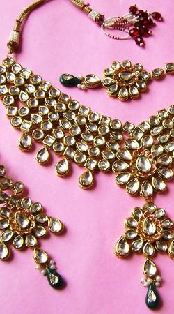N002796 Fantastic Rama Green Kundan Necklace Set with Tika