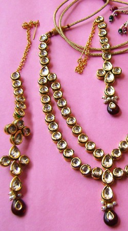 N00296 Classy Maroon Kundan Necklace Set with Tika