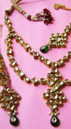 N002996 Beautiful Dark Green Kundan Necklace Set with Tika