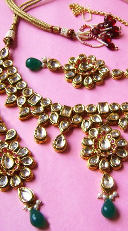 N003096 Lovely Dark Green Kundan Necklace Set with Tika