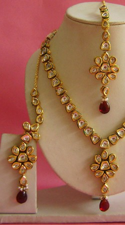 N003196 Attractive Red Kundan Necklace Set with Tika