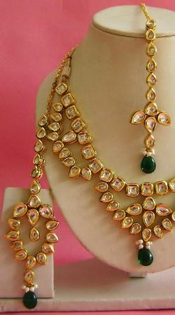 N003296 Exclusive Dark Green Kundan Necklace Set with Tika