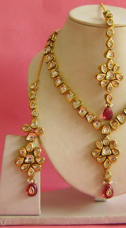 N003396 Classy Pink Kundan Necklace Set with Tika