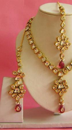 N003396 Classy Pink Kundan Necklace Set with Tika