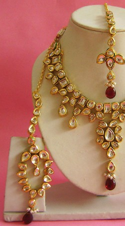 N003496 Hand Picked Red Stone Kundan Necklace Set With Tika