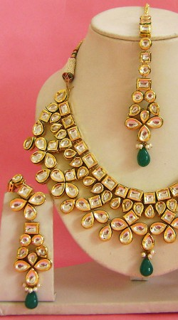 N003696 Trendy Rama Green Kundan Necklace Set with Tika old
