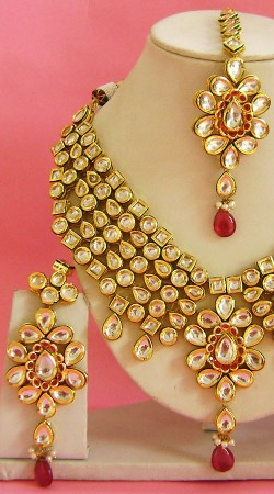 N003796 Beautiful Pink Kundan Necklace Set with Tika