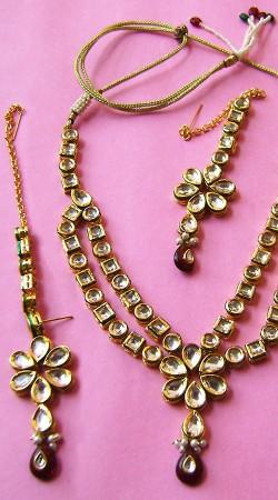 N00396 Attractive Maroon Kundan Necklace Set with Tika