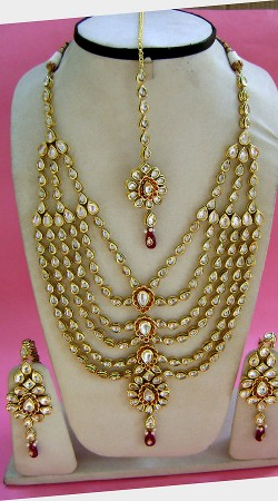 N004296 Classy Red Kundan Necklace Set with Tika