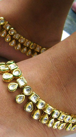 N004796 Fashionable Gold Kundan Anklet