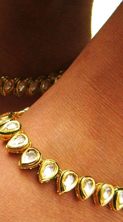 N004896 Stylish Gold Kundan Anklet