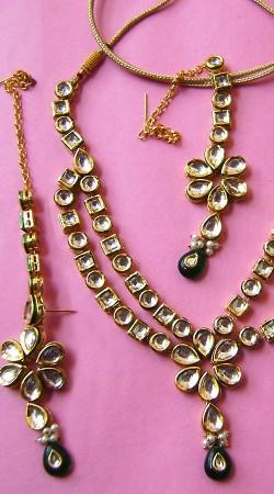 N00596 Trendy Rama Green Kundan Necklace Set with Tika