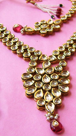 N00696 Beautiful Red Kundan Necklace Set with Tika