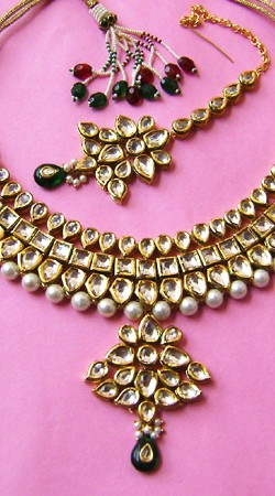 N00796 Fashionable Dark Green Kundan Necklace Set with Tika