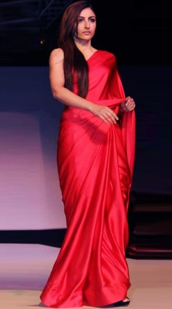 Soha Ali Khan Red Satin Plain Saree BP0540