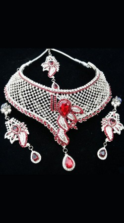 Stone Work White And Red Necklace Set With Tika NNP79104