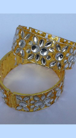 Stylish Golden Plated Designer Cut Kundan Pench Bangle Kada N000297