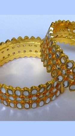 Trendy Gold Plated Designer Cut Kundan Pench Bangle Kada N000497