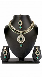 Beautiful Designer Necklace Set With Maang Tika And Earrings