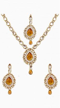 Beautiful Necklace Set With Maang Tika