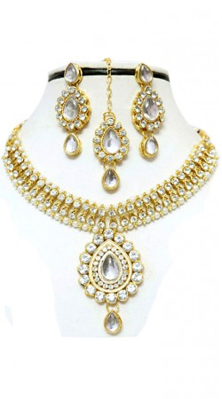 Necklace Set With Maang Tika And Earrings